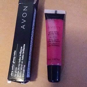 Avon ultra color lip gloss in Shineberry